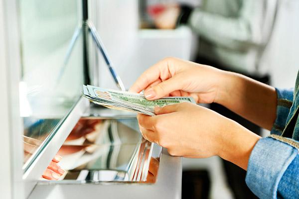 Normativa antiriciclaggio violata: bancario licenziato